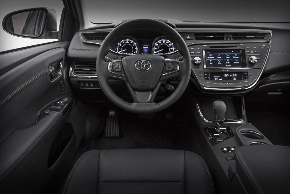 2016-Toyota-Avalon-Sedan-3