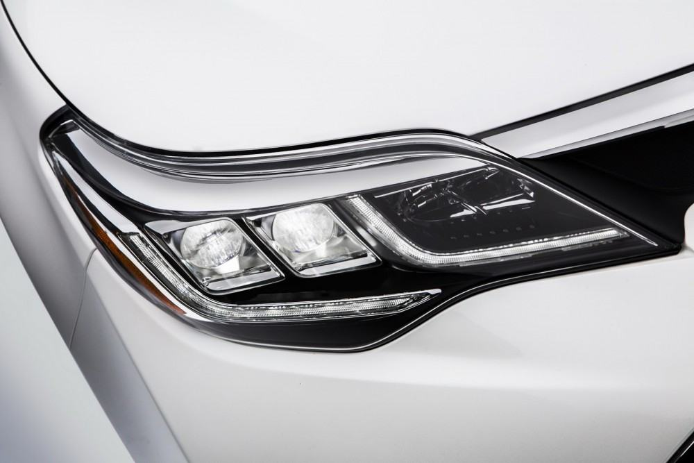 2016-Toyota-Avalon-Sedan-4