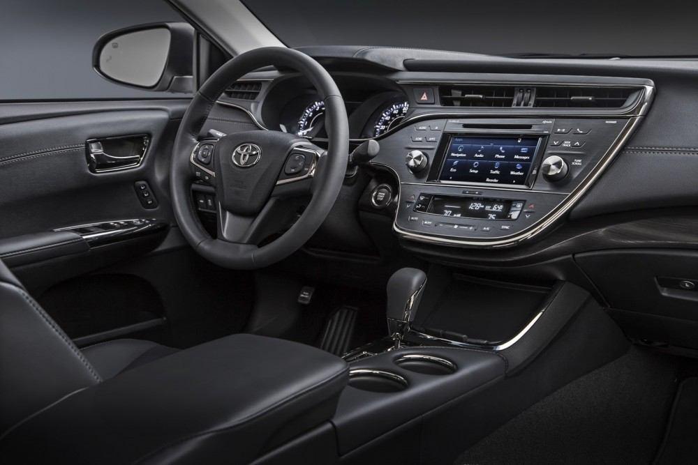 2016-Toyota-Avalon-Sedan-6