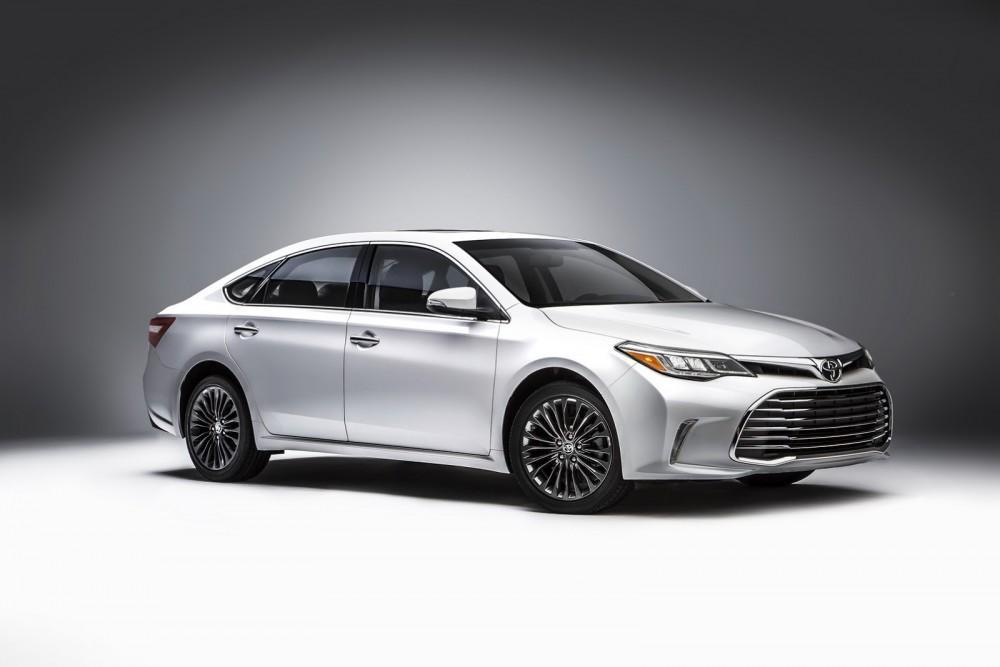 2016-Toyota-Avalon-Sedan-7