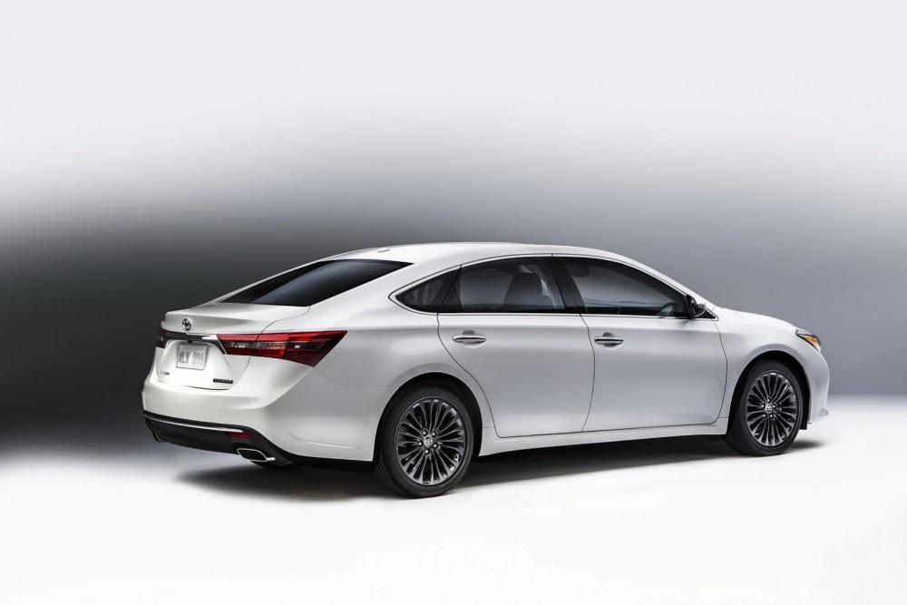 2016-Toyota-Avalon-Sedan-8