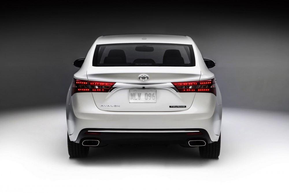 2016-Toyota-Avalon-Sedan-9