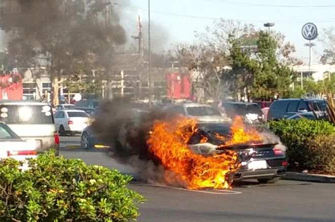 porsche-burning-fire-2014-911s-turbo-flames-parked-firemen-001