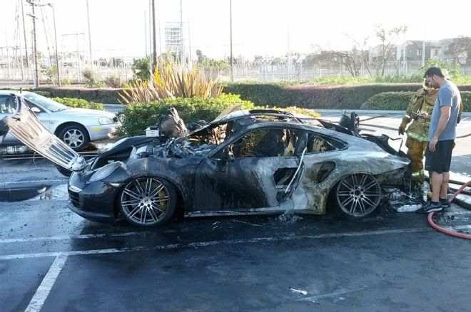 porsche-burning-fire-2014-911s-turbo-flames-parked-firemen-003