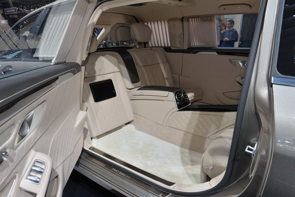 11-2016-mercedes-maybach-s600-pullman-genevs-1