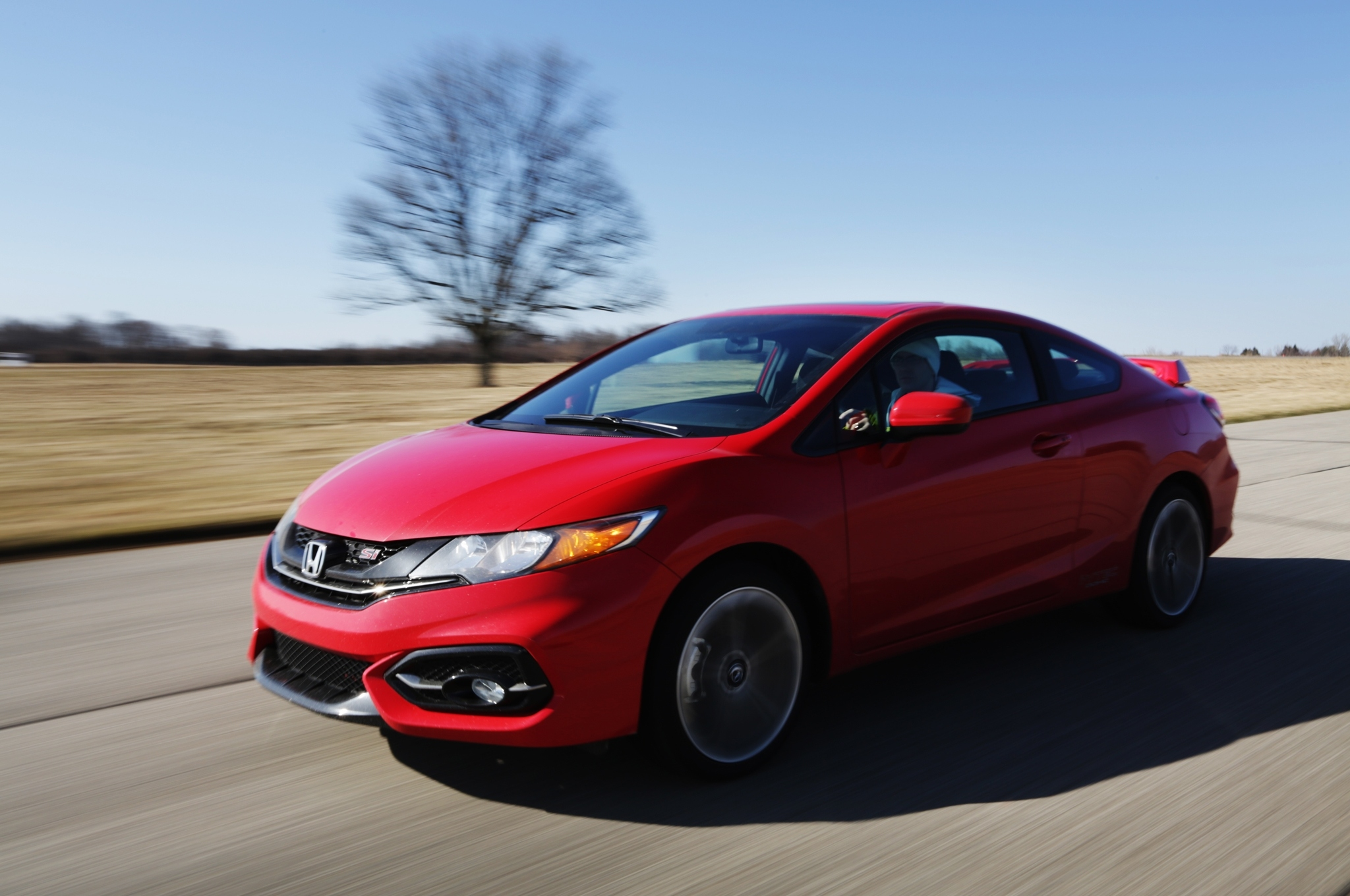 2014-honda-civic-si-coupe-front-three-quarter-in-motion-02