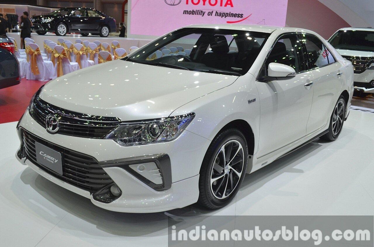 2015-Toyota-Camry-Extremo-front-three-quarter-at-the-2015-Bangkok-Motor-Show