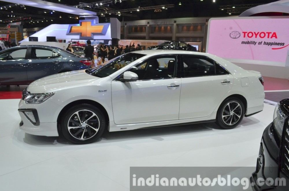 2015-Toyota-Camry-Extremo-side-at-the-2015-Bangkok-Motor-Show-1024x678