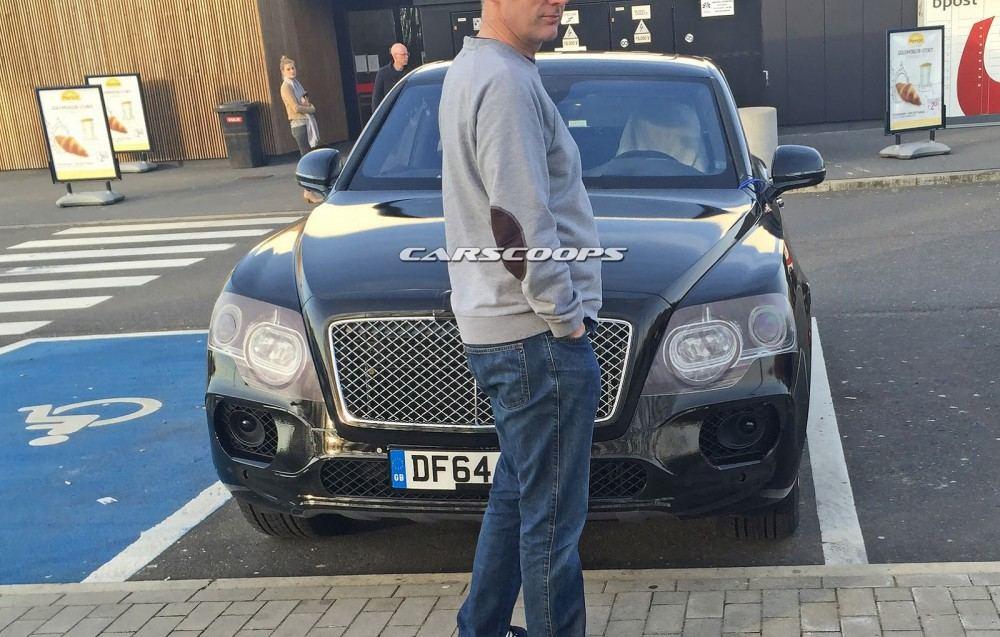 2016-Bentley-Bentayga-SUV-CSP4
