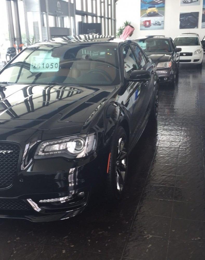 2015-Chrysler-300-SRT-1