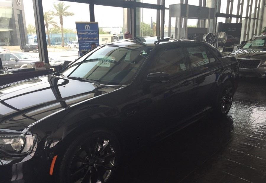 2015-Chrysler-300-SRT-2