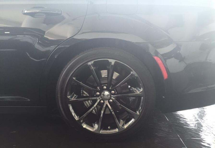 2015-Chrysler-300-SRT-6