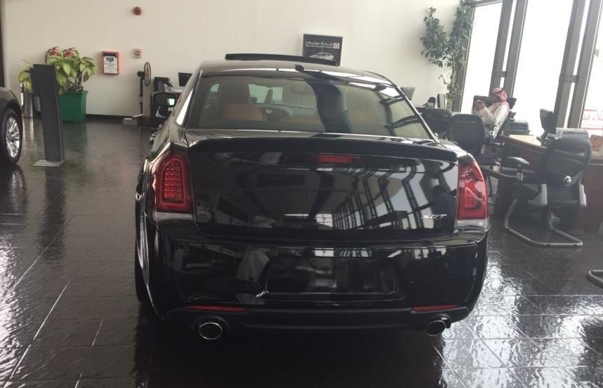 2015-Chrysler-300-SRT-7