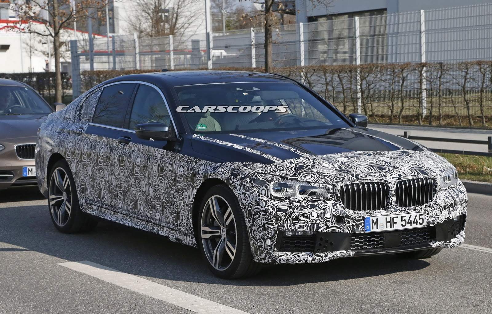 2016-BMW-7-Series-M-Sport-1
