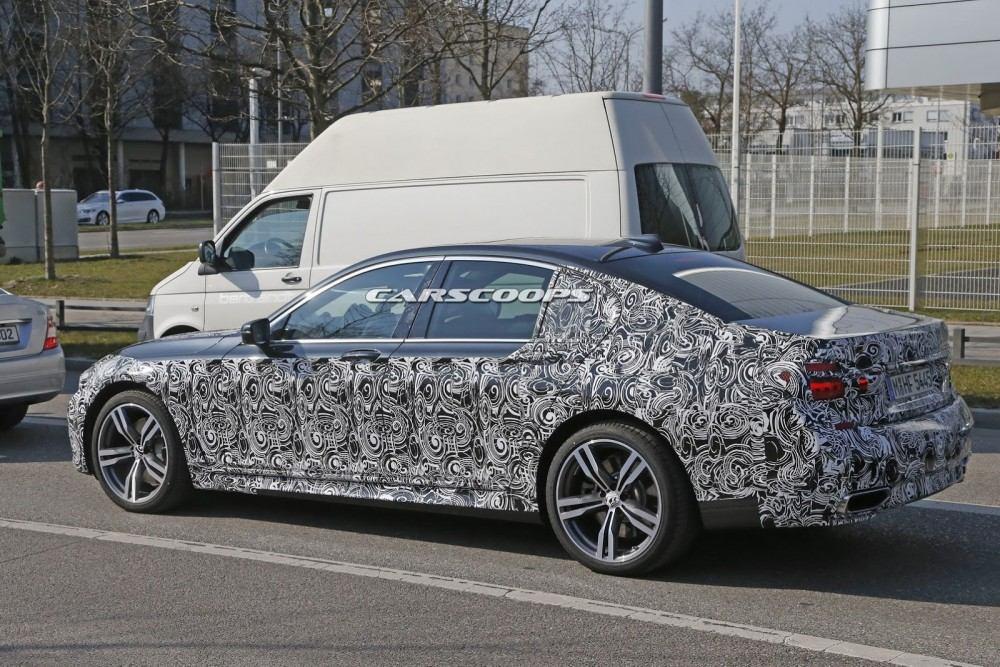 2016-BMW-7-Series-M-Sport-4