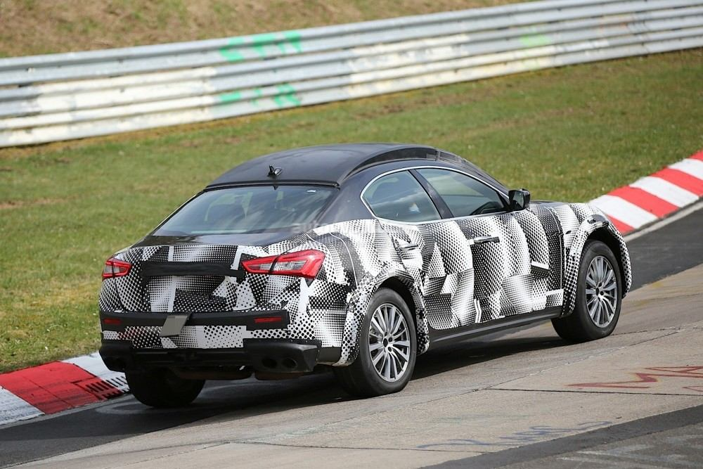 2016-maserati-levante-suv-hits-the-nurburgring-out-for-porsche-cayenne-blood_5