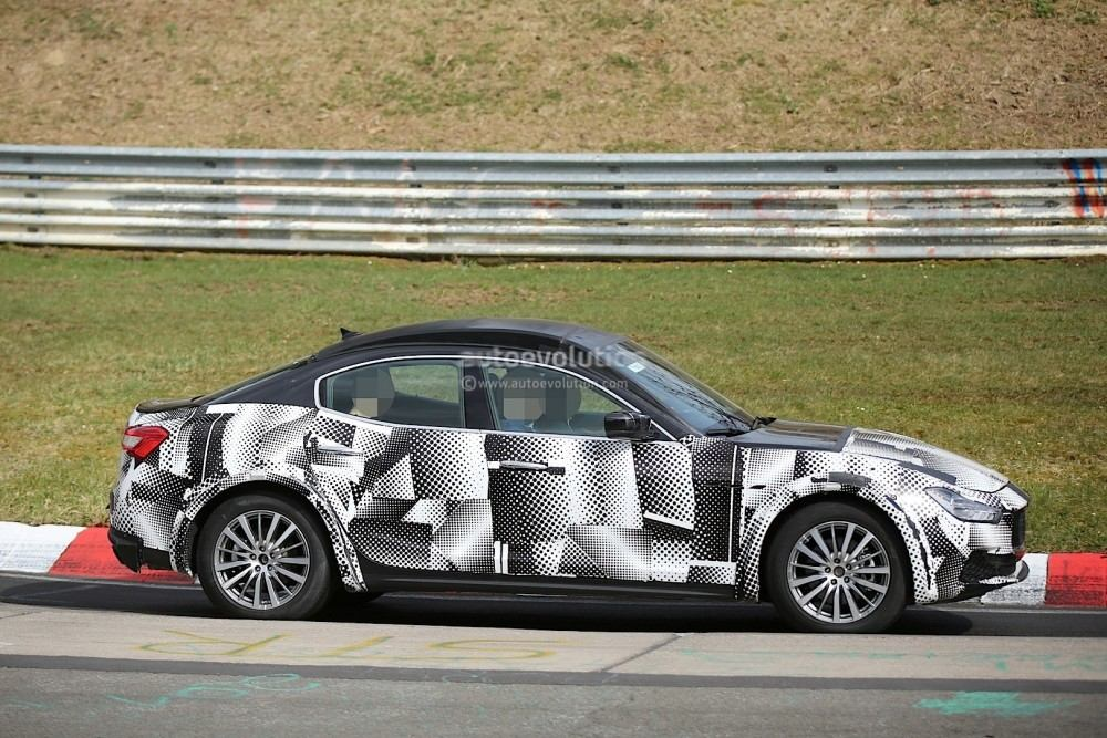 2016-maserati-levante-suv-hits-the-nurburgring-out-for-porsche-cayenne-blood_9