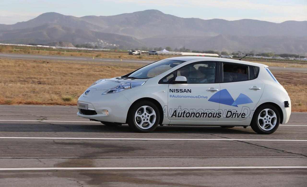 Nissan-Autnomous-Drive-Leaf