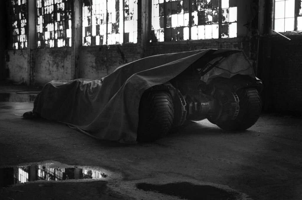 Zack-Snyder-Batman-vs-Superman-Batmobile-Tease