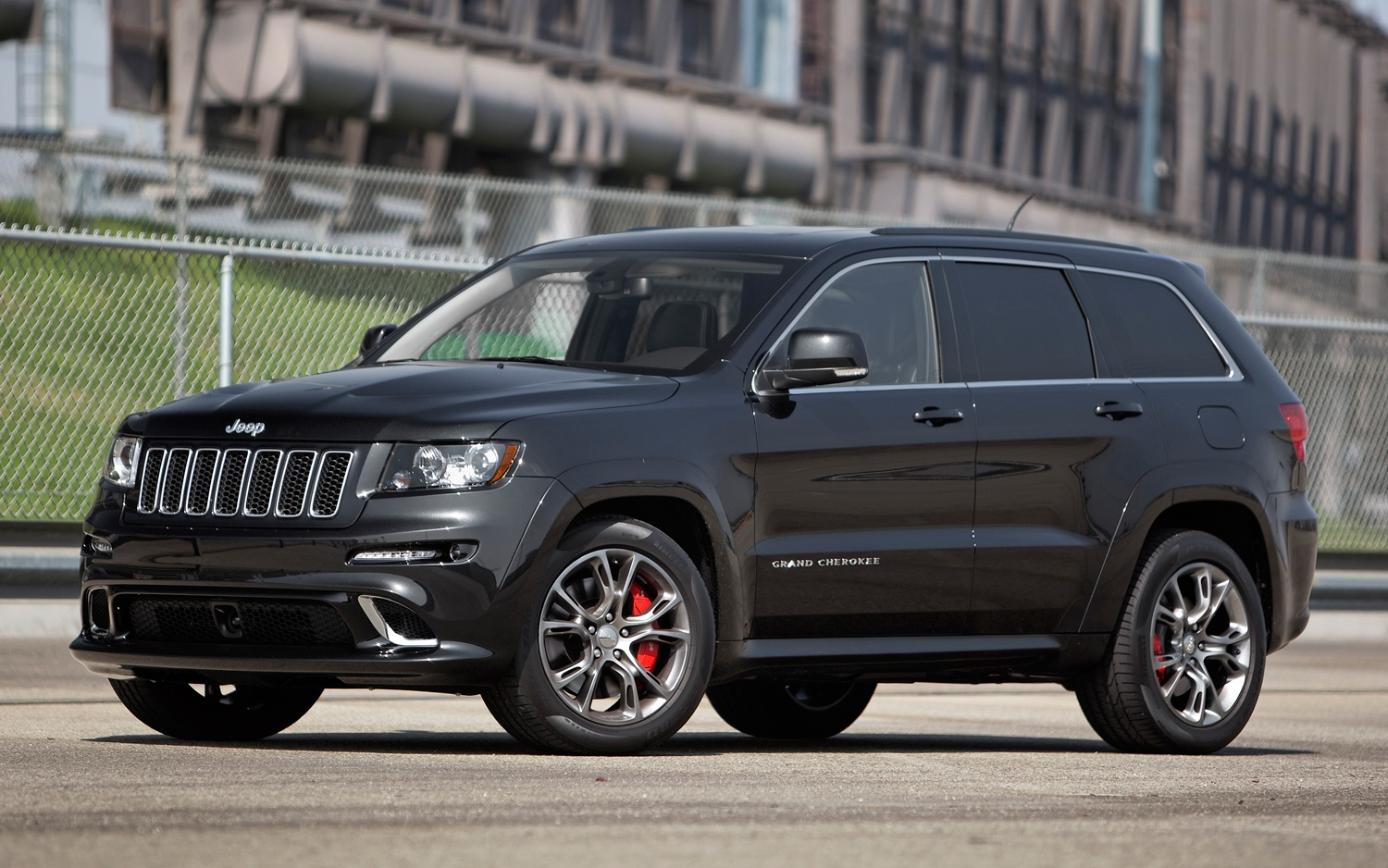 2012-jeep-cherokee-srt8-front-three-quarters-view