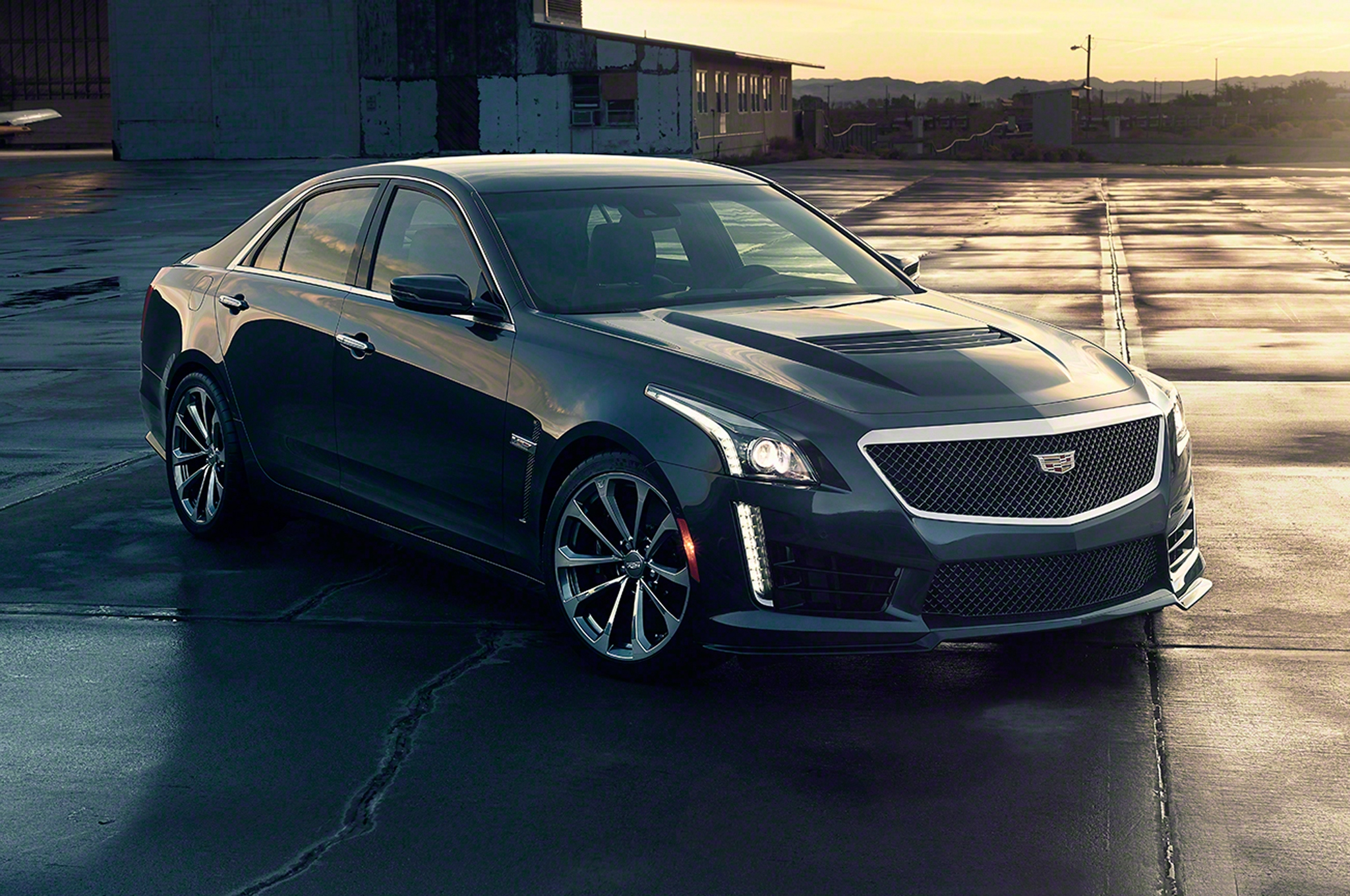 2016-cadillac-cts-v-front-side-view