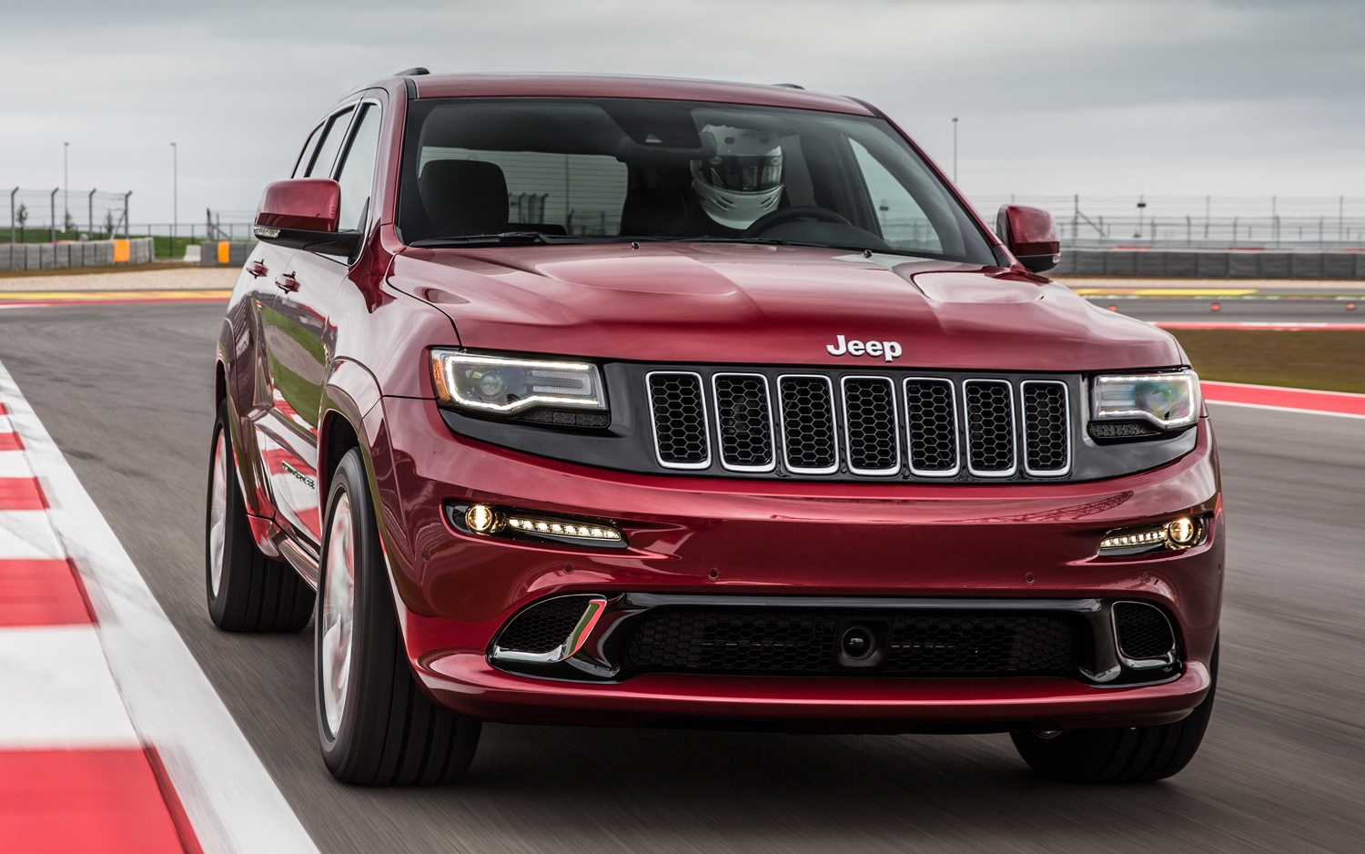 2014-jeep-grand-cherokee-srt-front-view-06