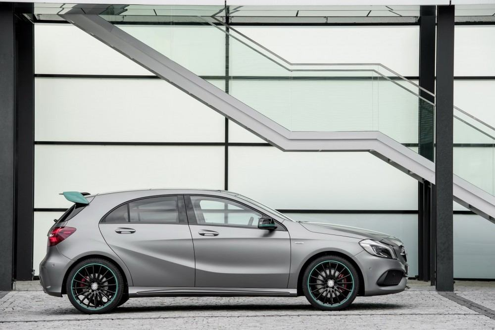2016-Mercedes-A-Class-45