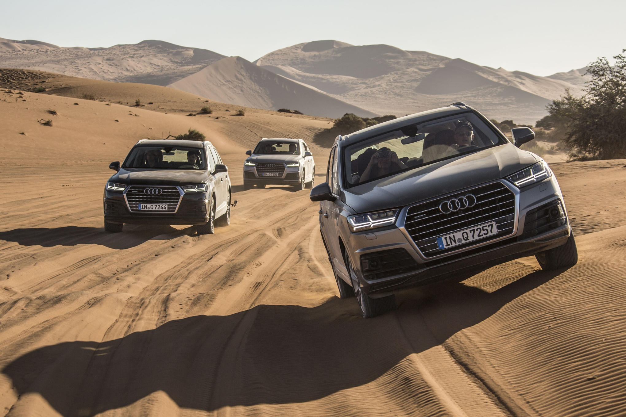 2016-audi-q7-front-end-in-motion-04