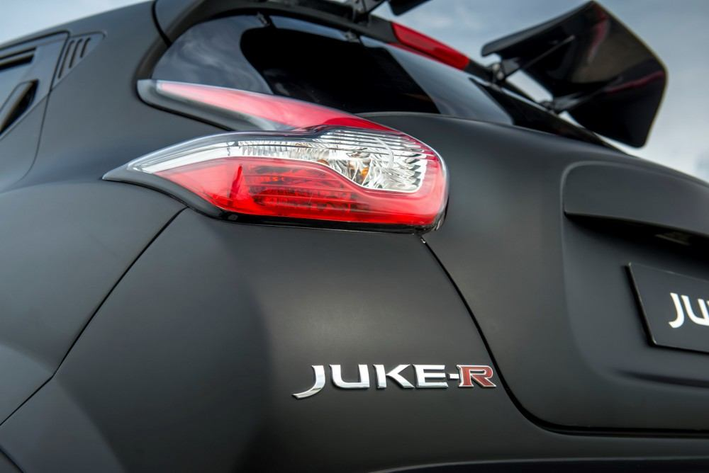 Nissan-Juke-R-20-21