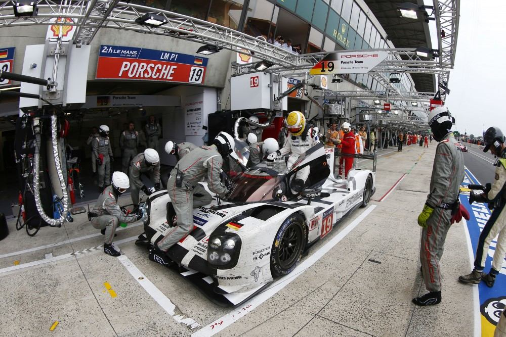 Porsche 919 Hybrid (19), Porsche Team: Earl Bamber