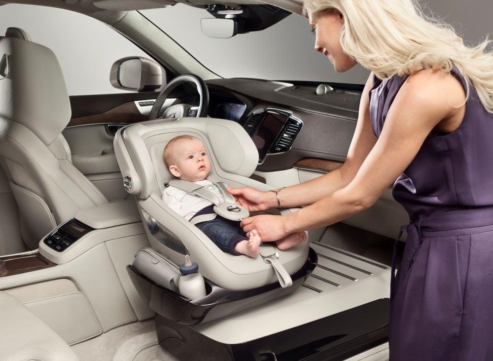 هل تعلم كيف تقوم بتأمين طفلك داخل السيارة؟