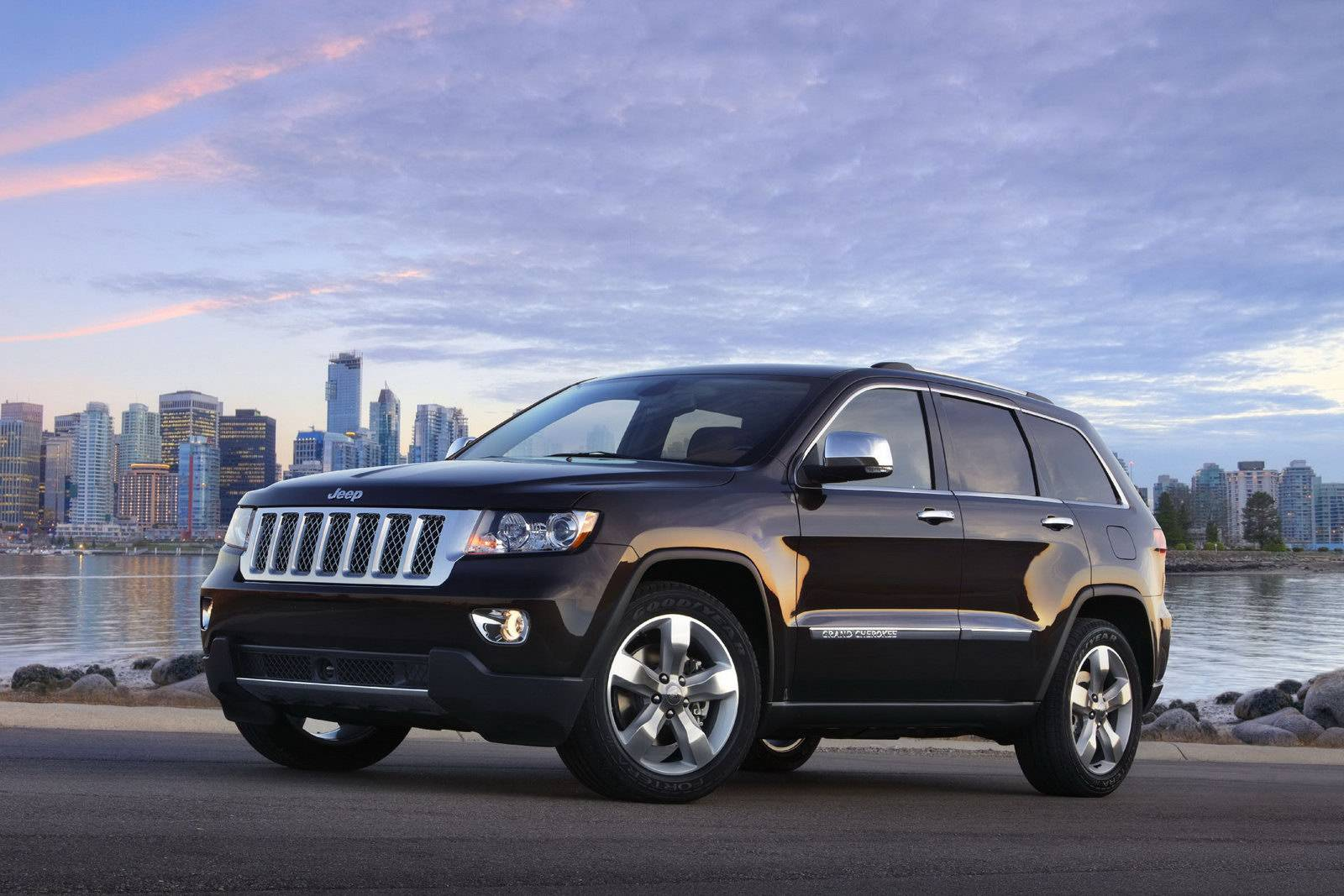 2011-jeep-grand-cherokee-overland-summit-and-liberty-jet-previewed-26531_1