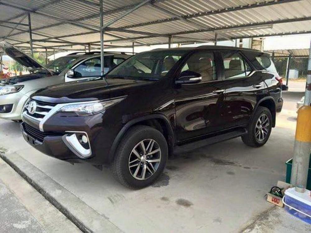 2016-Toyota-Fortuner-1 (1)
