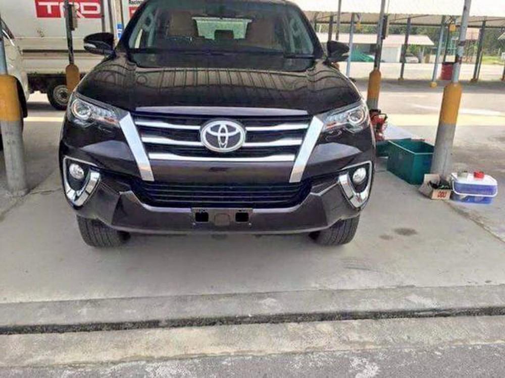 2016-Toyota-Fortuner-2 (1)