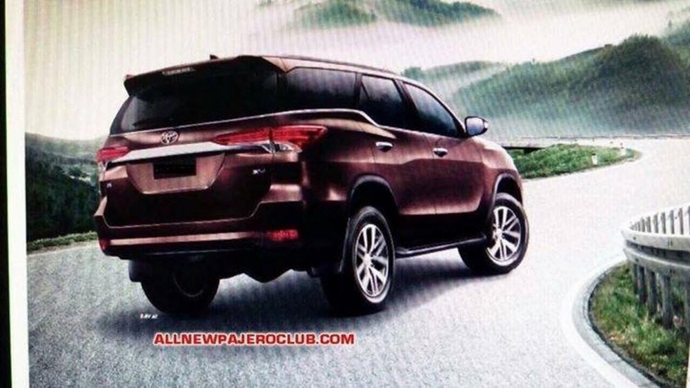 2016-Toyota-Fortuner-5 (1)