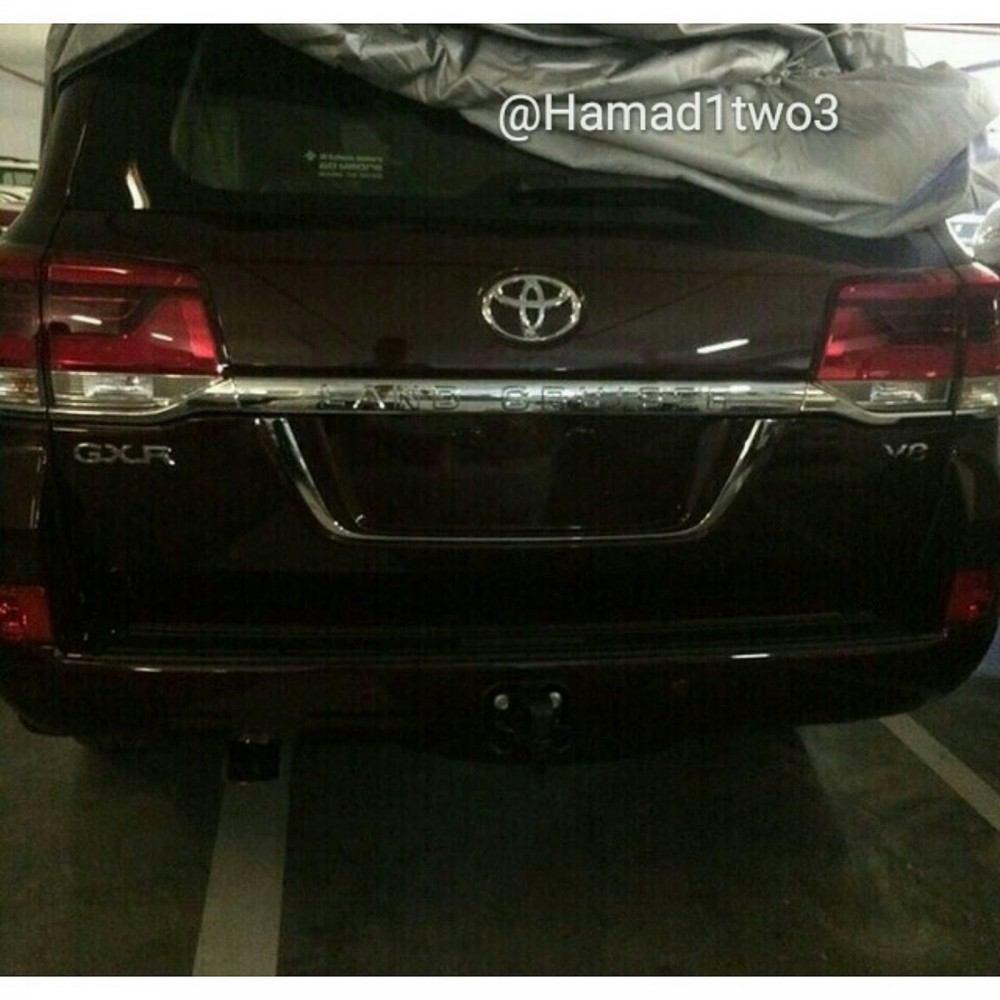 2016-Toyota-LC2