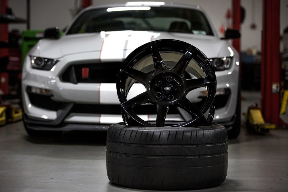 2016-ford-mustang-shelby-gt350s-carbon-fiber-wheels_100518626_h