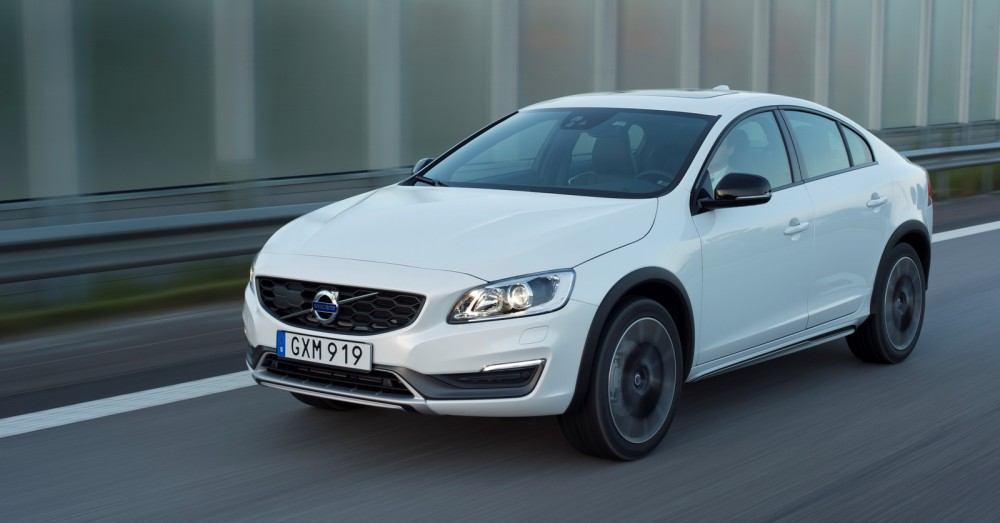 Volvo S60 Cross Country - model year 2016, exterior, driving