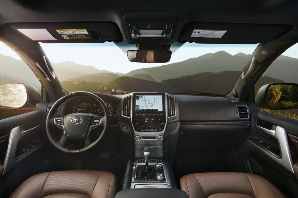 2016-toyota-land-cruiser-front-interior