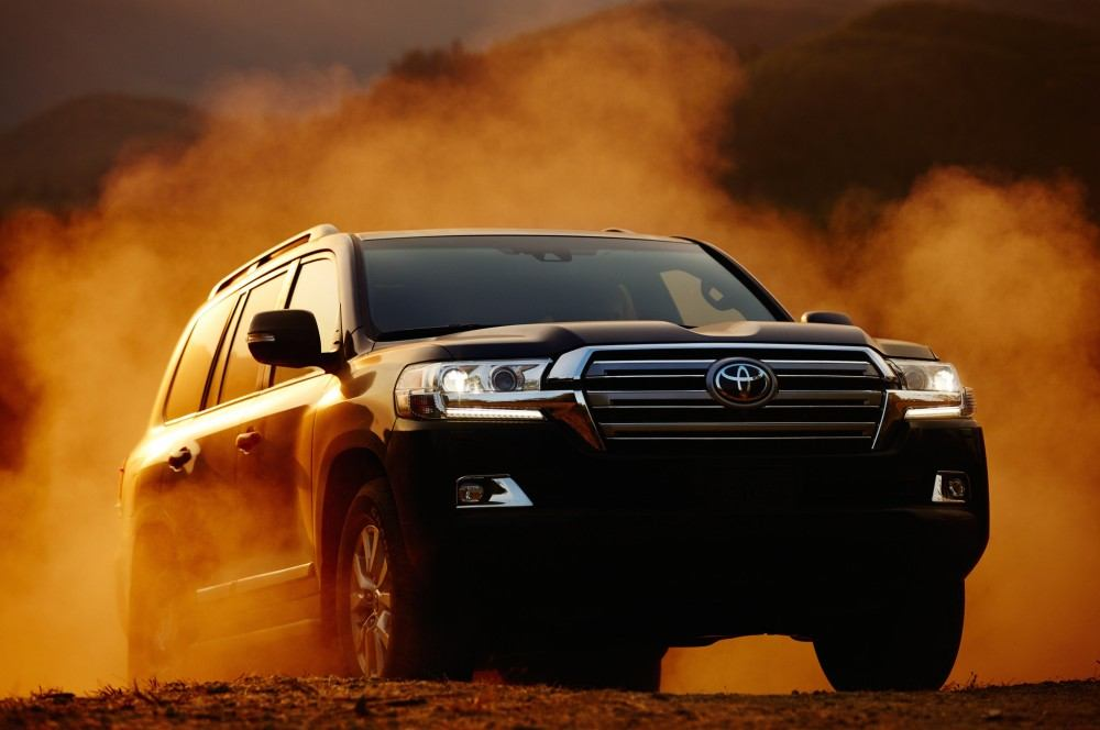 2016-toyota-land-cruiser-front-off-road-02