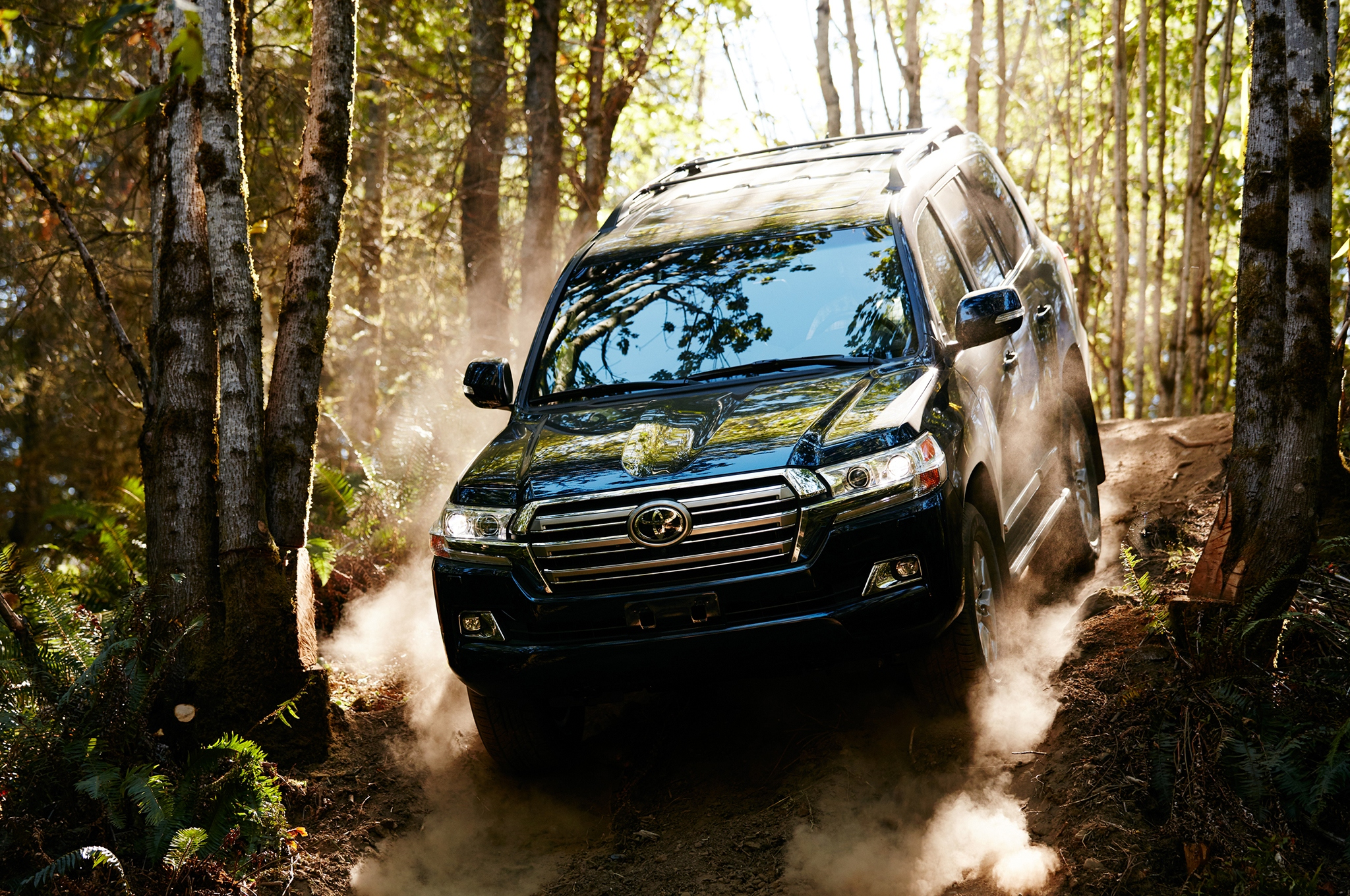 2016-toyota-land-cruiser-front-off-road-in-motion