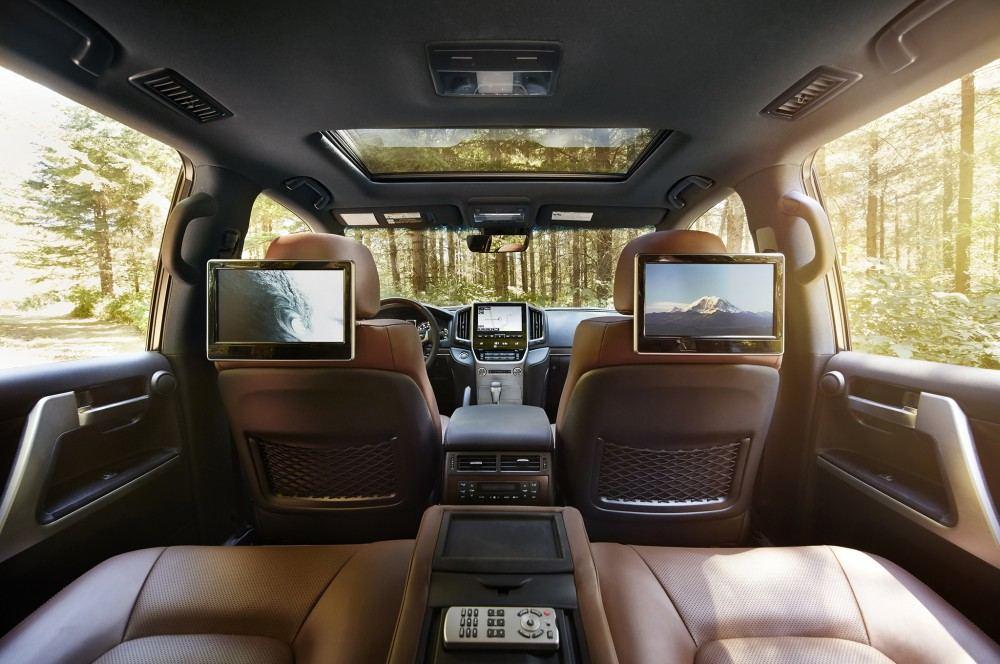 2016-toyota-land-cruiser-rear-interior
