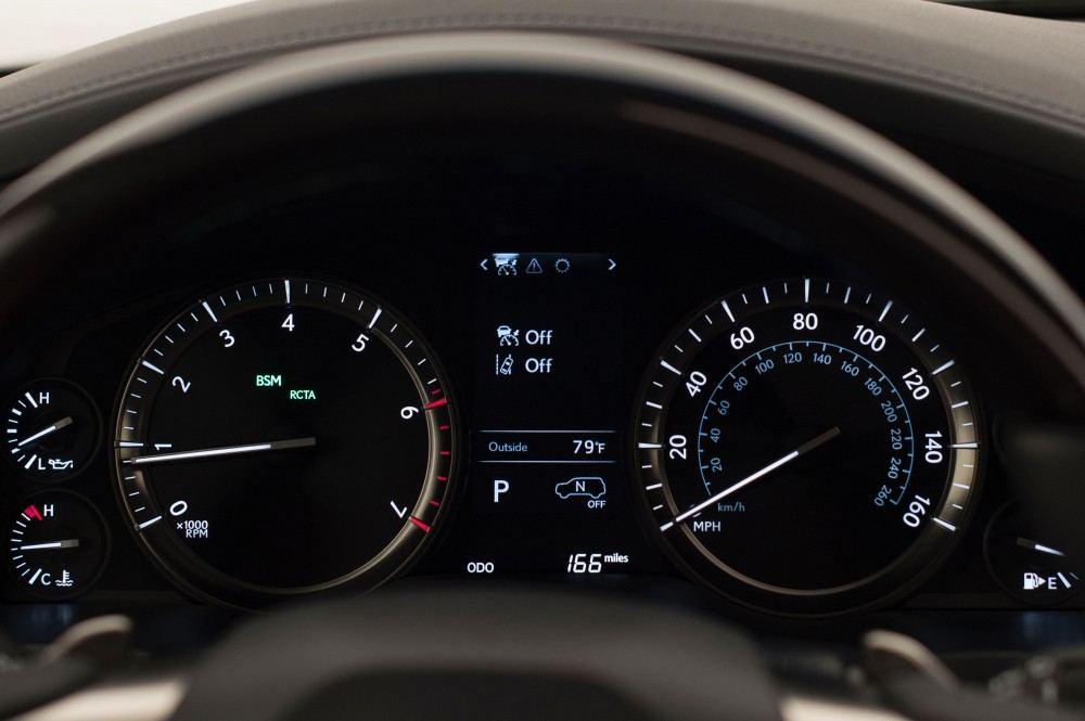 2016_Lexus_LX_570_021_58F0279DB5A91B555ED1DDC4A27FD942A3A3FAED