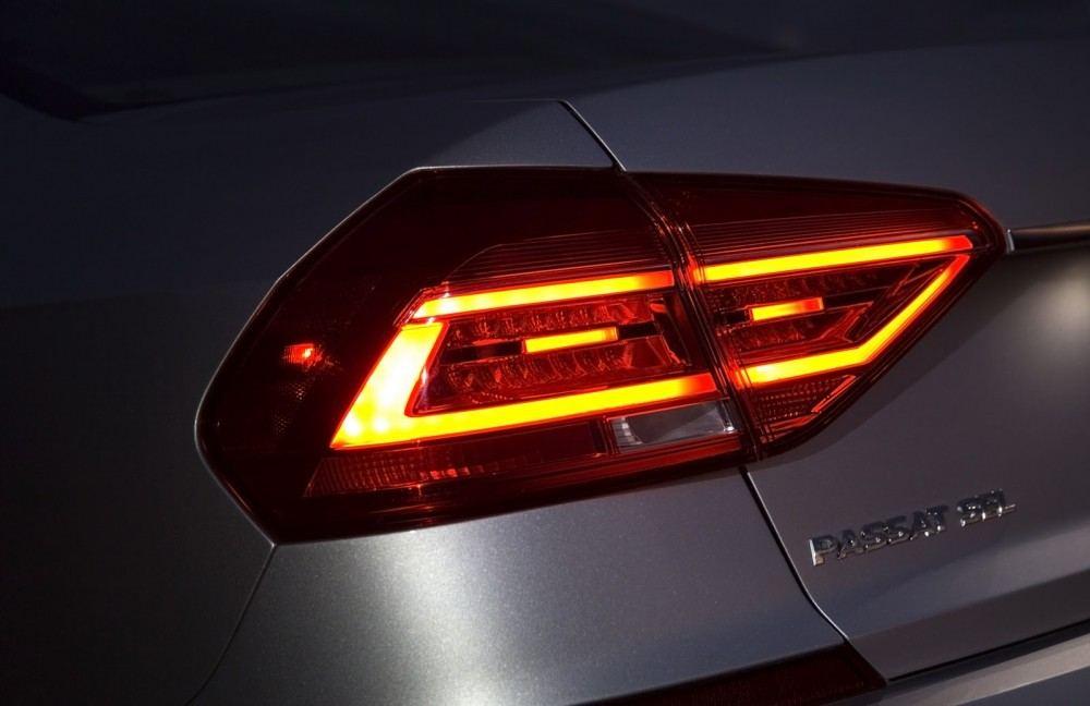 2016-VW-Passat-30