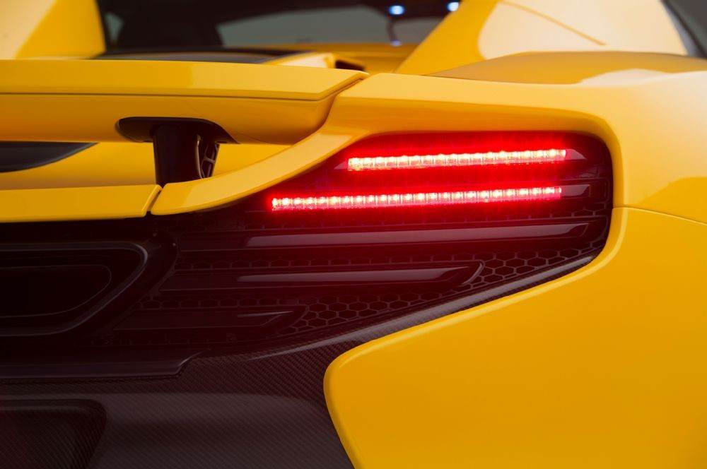 2016-mclaren-650s-taillight-and-exhaust