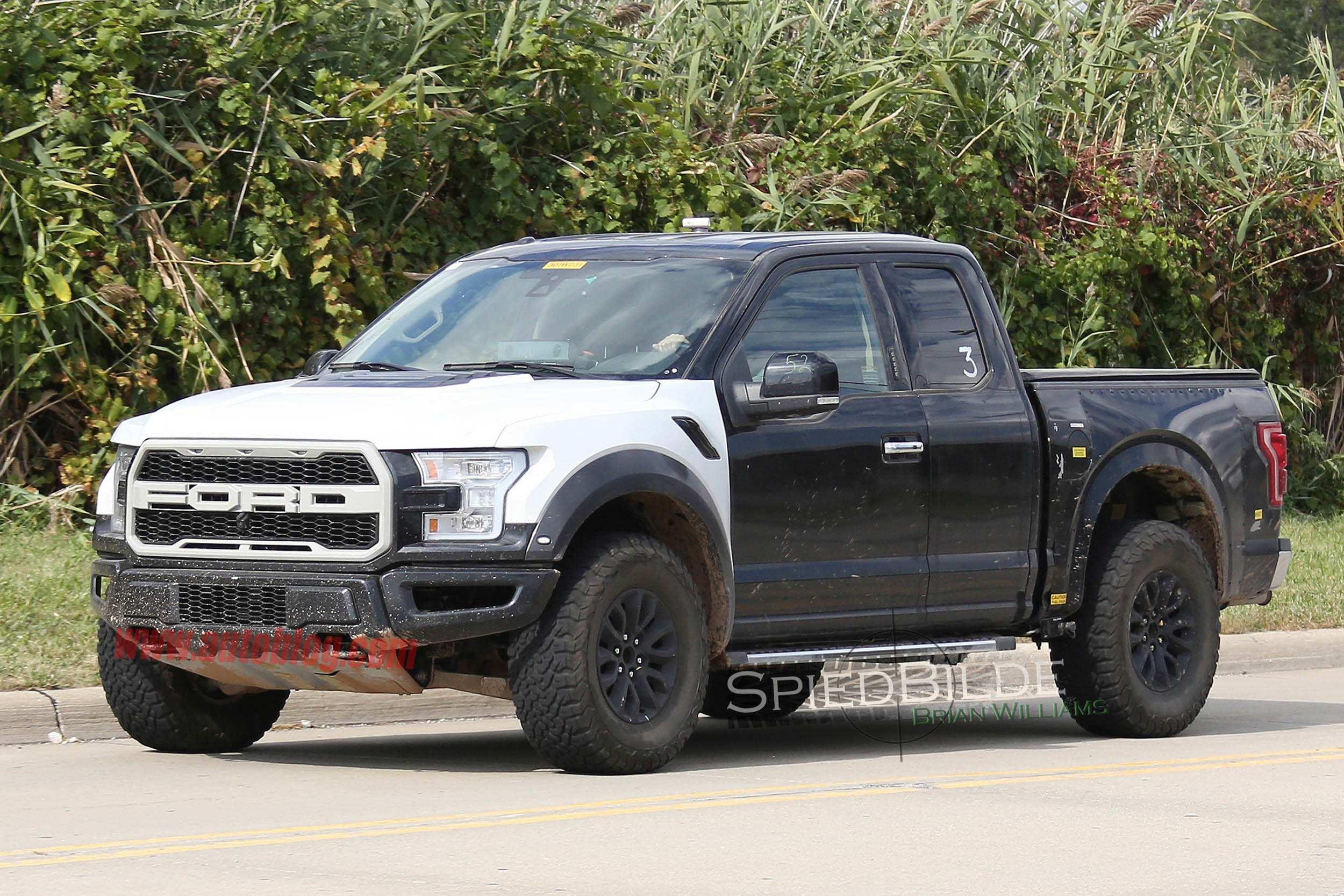 2017-Ford-Raptor 1