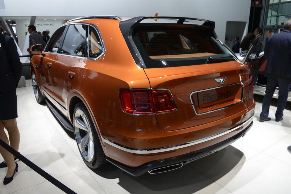 Bentley-Bentayga-04