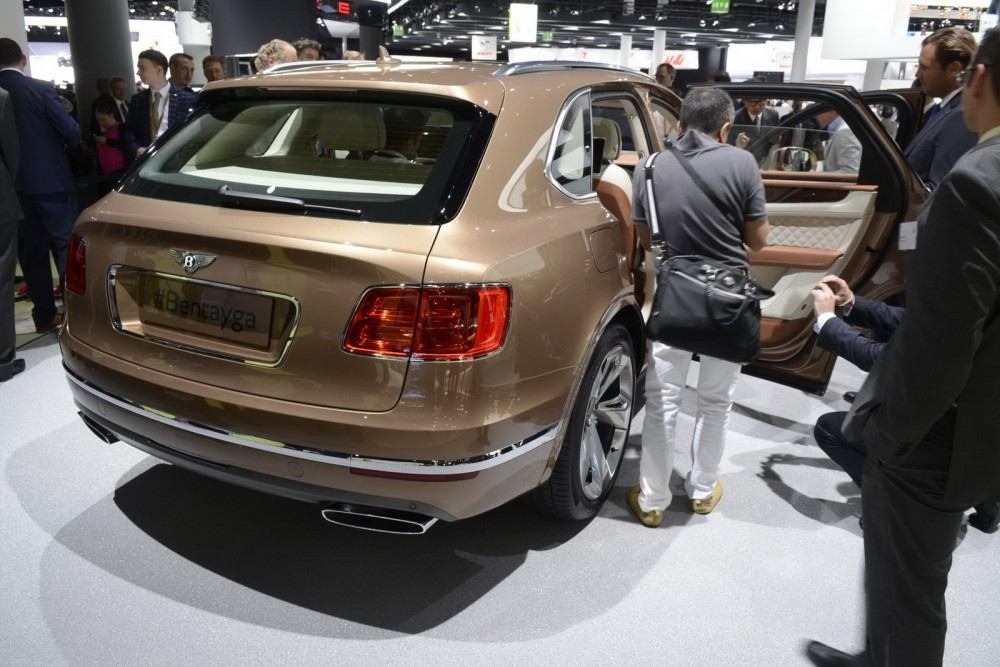 Bentley-Bentayga-06