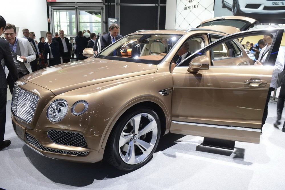 Bentley-Bentayga-09