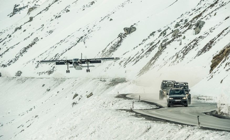 Epic-On-Set-Photos-of-James-Bond-007-Spectre-Movie-Cars-1061-876x535